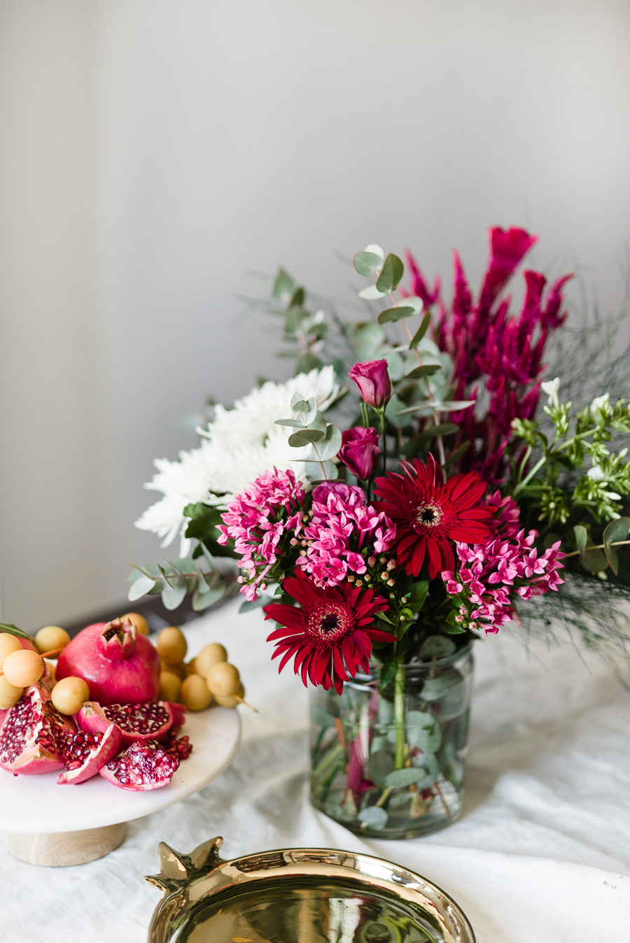 Sina mizrahis secret to flower arranging on a budget lifestyle im not a professional but ive gleaned some insight over the years because theres nothing i love more than a beautiful holiday table solutioingenieria Gallery