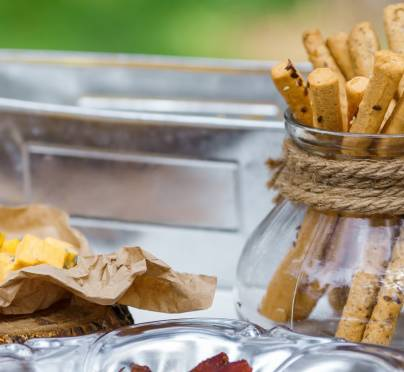 Can I Eat on Grass on Shabbos and Yom Tov?
