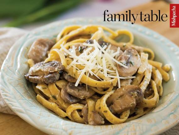Fettuccine and Mushrooms in White Wine and Cream Sauce