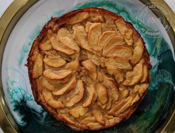 Dip the Apple in the Honey Cake