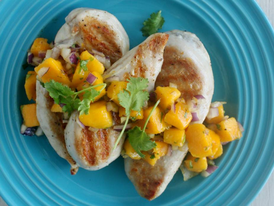 Grilled Chicken Fillets with Fresh Mango and Red Onion Salsa