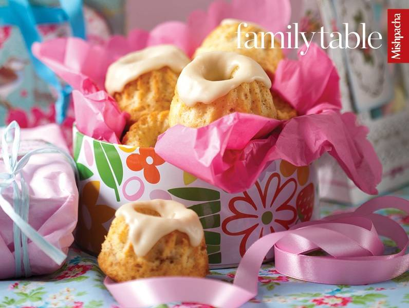 Mini Apple Swirl Cakes with Caramel Frosting