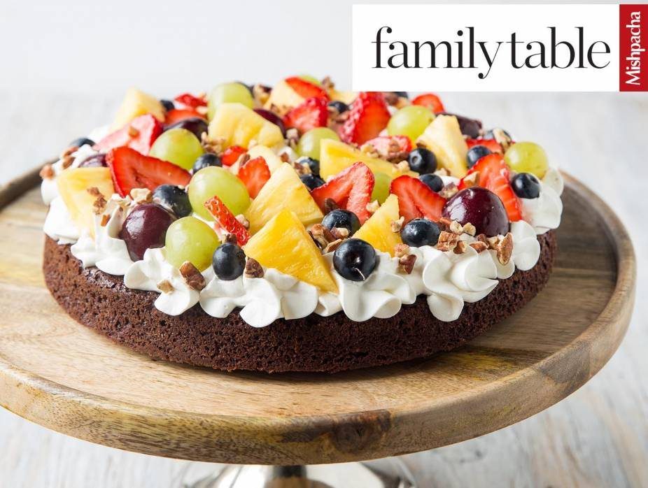 """Fruit-Topped Brownie """"Pizza"""""""
