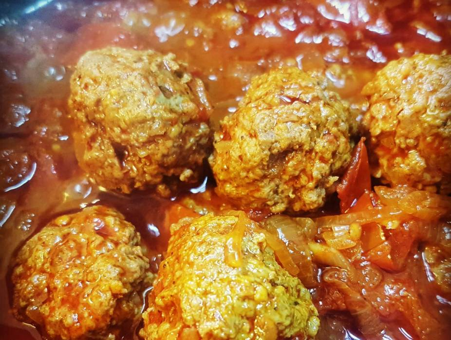 Meatballs Infused with Cumin and Tomatoes