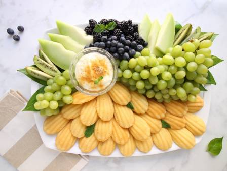 Green Goddess Fruit Platter with Cheesecake Dip