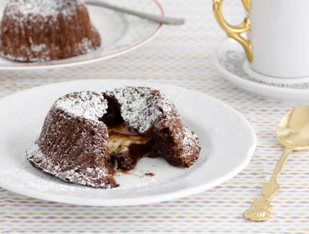 Flourless Chocolate Fondant Cakes with a White Chocolate Surprise