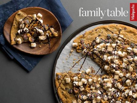"Chocolate Chip Cookie ""Pizza"""
