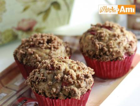 Healthy Strawberry Crumb Muffins