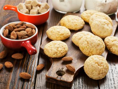 Melt-In-Your-Mouth Almond Cookies