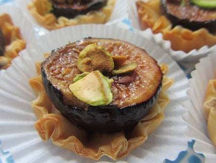 Balsamic Roasted Fig Tartlets with Pistachios and Honey