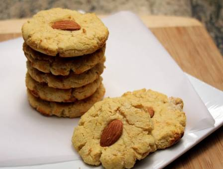 Gooey Almond Cookies