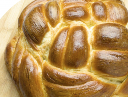 4 Ways to Impress With Your Round Challah Skills